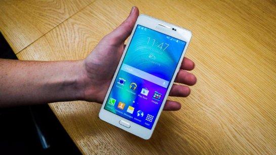 Samsung Galaxy A5 (2016) получит экран с разрешением 720p