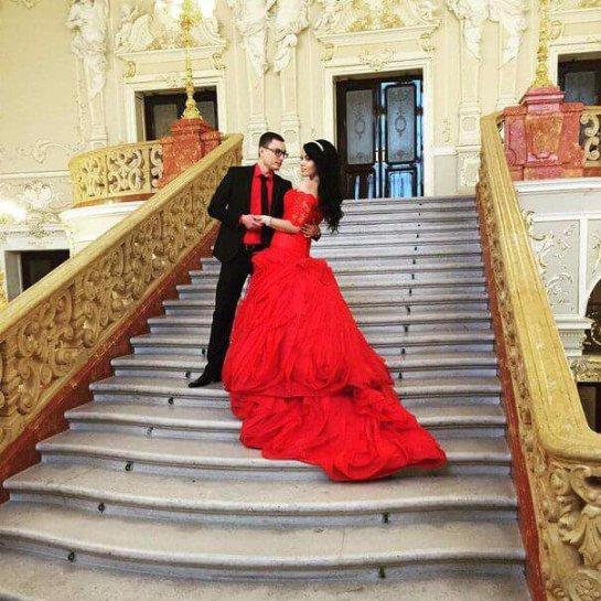 Победительница «Зважені та щасливі-4» вышла замуж в красном платье