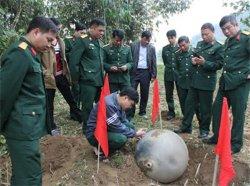 На В'єтнам з неба впали три таємничих кулі
