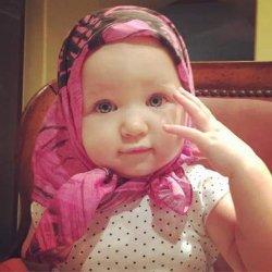 Мила Йовович показала фото младшей дочери