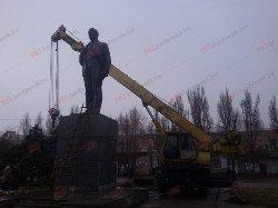 Пам'ятники Леніну демонтували в Ізмаїлі та Бердянську
