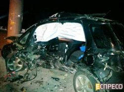 ДТП в Киеве: Suzuki на огромной скорости разбился о придорожный столб