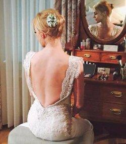 Звезда «Великолепного века» заинтриговала фанатов свадебной фотографией