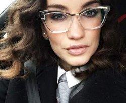 Виктория Дайнеко продолжает интриговать подписчиков
