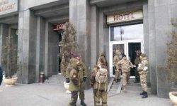 В Киеве люди в камуфляже захватили отель «Козацкий»