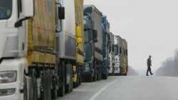 Блокада российских грузовиков может возобновиться, - активист