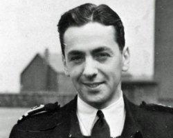 Помер легендарний британський пілот, ім'я якого внесене до книги рекордів Гіннеса