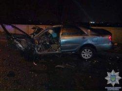 ДТП в Харькове: иномарка, разбившись об столб, похоронила в своих обломках водителя