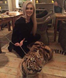 Эрике Герцег подарили ручного тигра