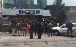 Активисты заблокировали офис телеканала «Интер»