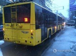 ДТП в Киеве: троллейбус переехал мужчину насмерть