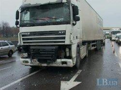 ДТП в Киеве: грузовик протаранил пассажирский автобус