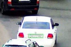 ДТП в Киеве: иномарка сбила беременную женщину и скрылась