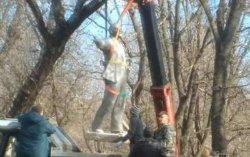 В Одесской области снесли очередной памятник Ленину