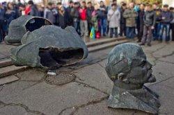 В Конотопе демонтированы все коммунистические памятники