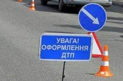 ДТП в Киеве: Volkswagen столкнулся с мусоровозом