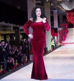 Лолита Милявская в бархатном платье произвела фурор на модном показе