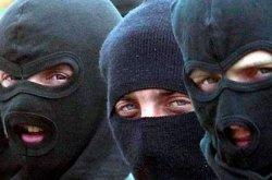 Вооруженное ограбление на Киевщине: пятеро бандитов пытали мужчину