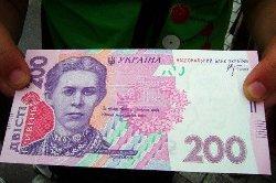 Стало известно, когда украинцам поднимут зарплаты