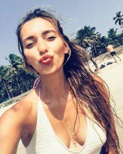 Регина Тодоренко поделилась пляжным фото