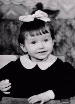 Сеть покоряет фото маленькой Аллы Пугачевой