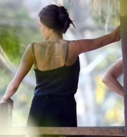 Анджелина Джоли сделала три новые тату с буддийскими пожеланиями