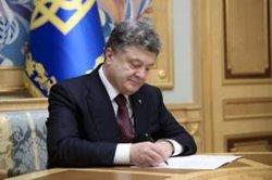 Порошенко одобрил получение гражданства иностранными военными