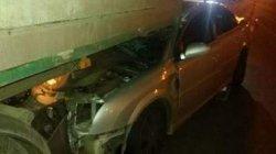 ДТП в Киеве: легковушка на огромной скорости влетела под грузовик