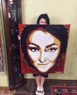 Лолита похвасталась подарком от украинского художника