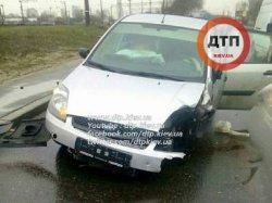 ДТП в Киеве: обломки автомобилей разлетелись на десятки метров