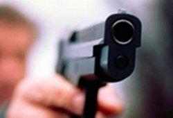 ЧП на Киевщине: мужчина средь бела дня стрелял в прохожих