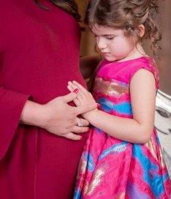 Беременная Жасмин поделилась трогательным снимком с дочерью