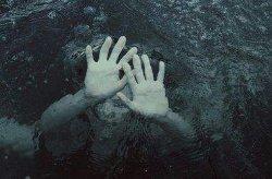 Мертвую девушку нашли в реке в Хмельницком