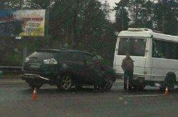 В Киеве «Лексус» протаранил автобус с пассажирами