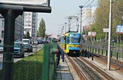 В Киеве молодой человек влетел головой в трамвай