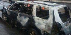 В Харькове автомобиль врезался в дерево и загорелся