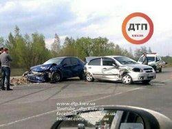 Серьезное ДТП на Киевщине: столкнулись две иномарки
