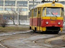 Киев: мужчина прыгнул с моста под колеса трамвая