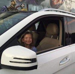Вера Брежнева показала забавное фото младшей дочери без молочных зубов