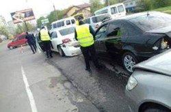 ДТП во Львове: дама за рулем протаранила сразу пять элитных иномарок