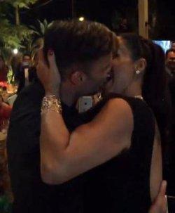 Поцелуй с Рики Мартином обошелся девушке в кругленькую сумму