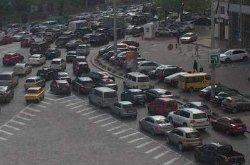 Ученые парализовали движение в центре Киева
