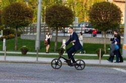 Киевляне с удивлением смотрели на Кличко, рассекающего на велосипеде