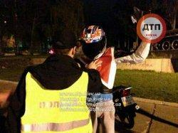 «Пьяное» ДТП в Киеве: мотоциклист несколько метров тащил за собой пешехода