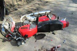 Жуткое ДТП под Киевом: мотоциклист на огромной скорости врезался в столб