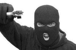 Вооруженное ограбление на Житомирщине: бандиты «обнесли» дом депутата