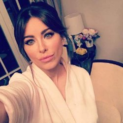 Ани Лорак поделилась селфи в домашнем халате