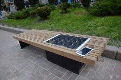 В центре Киева установили необычную скамейку