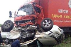 Страшное ДТП на Харьковщине: иномарка протаранила грузовик