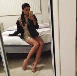 Анна Седокова в мини-платье пленила публику соблазнительной фигурой